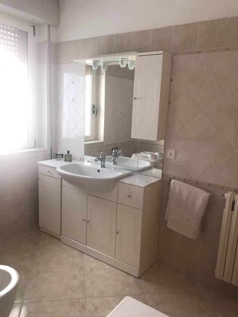 Bagno Esterno In Giardino 0456 – petacciato – appartamento arredato con giardino
